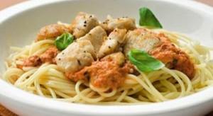Spaghetti met kip en paprika